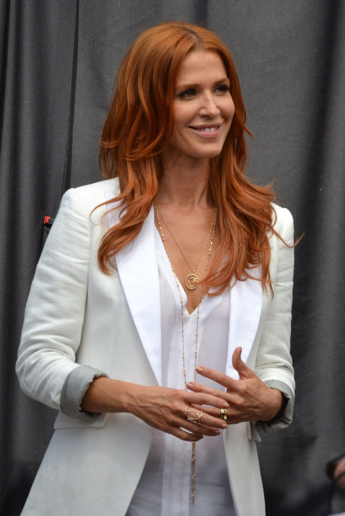 Poppy Montgomery Photos Poppy Montgomery Gets Interviewed At The