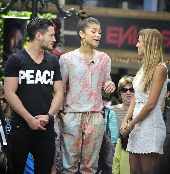 Zendaya Coleman And Val Chmerkovskiy Photos Photos