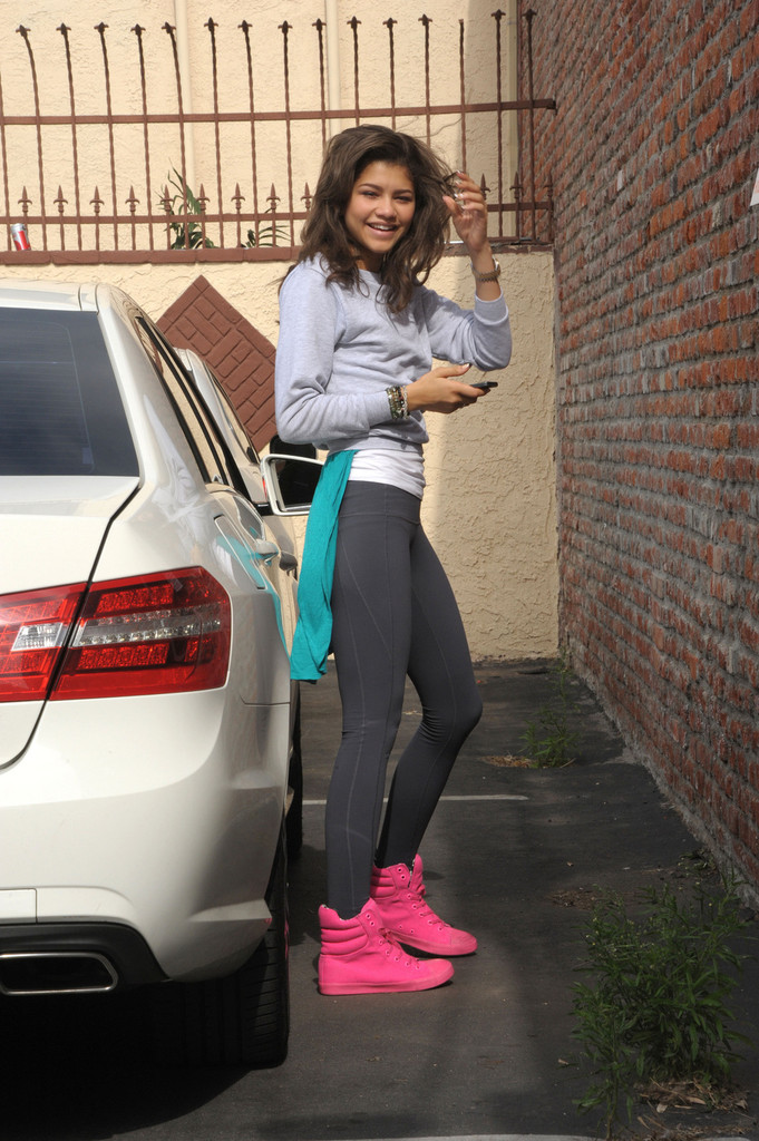 Zendaya Coleman - Zendaya Coleman Arrives at the Dance Studio