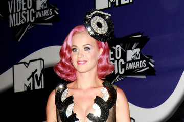 pink+haired+Katy+Perry+poses+cameras+press+d1qPBiMIu tm Poll: Which Hair Color Looks Best on Katy Perry?