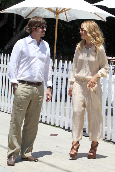 A slim Rachel Zoe and her husband Rodger Berman are seen doing some shopping at the Jenni Kayne store in Beverly Hills. Zoe gave birth to a baby boy, Skyler, 3 months ago.