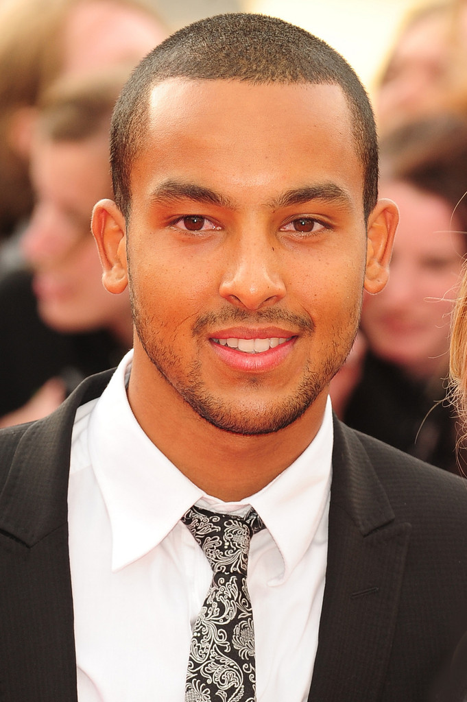 theo walcott in the uk premiere of  u0026 39 harry potter and the