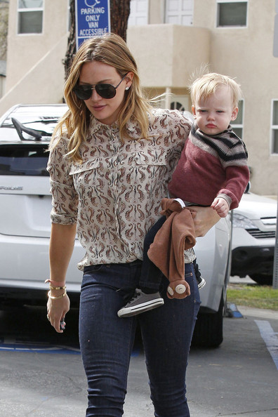 Hilary Duff Takes Luca On A Food Run