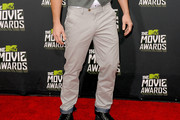 Alan Ritchson Chinos