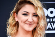 Julia Michaels Medium Wavy Cut
