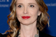 Julie Delpy Medium Wavy Cut