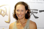 Samantha Stosur Medium Curls
