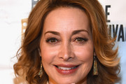 Sharon Lawrence Short Wavy Cut