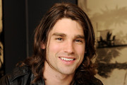 Justin Gaston Medium Wavy Cut
