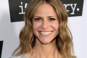 Andrea Savage Medium Wavy Cut