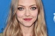 Amanda Seyfried Medium Wavy Cut