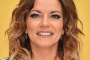 Martina McBride Medium Wavy Cut