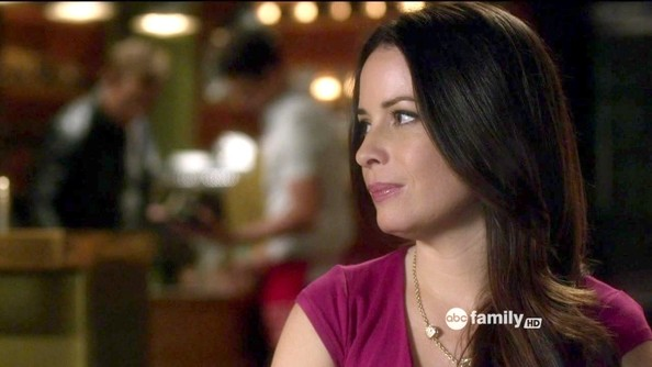 Holly Marie Combs - Pretty Little Liars Season 3 Episode 7