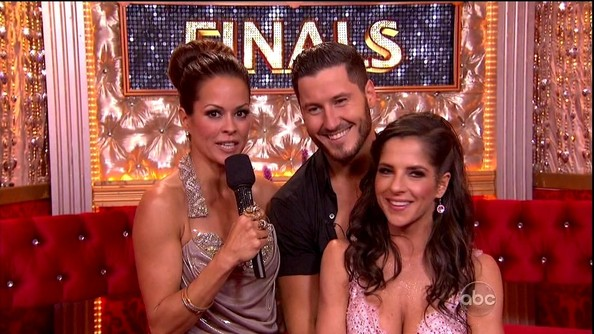 dwts val and kelly dating Val chmerkovskiy, actor: fuller house valentin (val) aleksandrovich chmerkovskiy was born in odessa (ukraine) at the age of 26, val is a professional dancer and is known for his.
